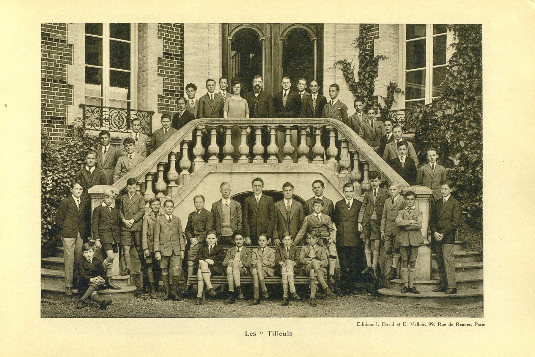 A public school in Mont-Cauvaire: photograph album