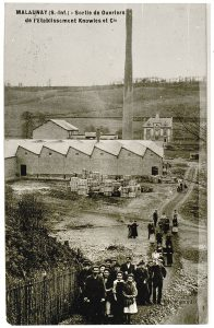 Malaunay, sortie des ouvriers de l'Etablissement Knowles et Cie , XXème siècle
