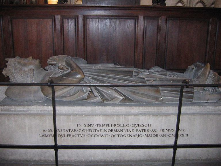 grave_of_rollo_of_normandy_-_cathedrale_de_rouen
